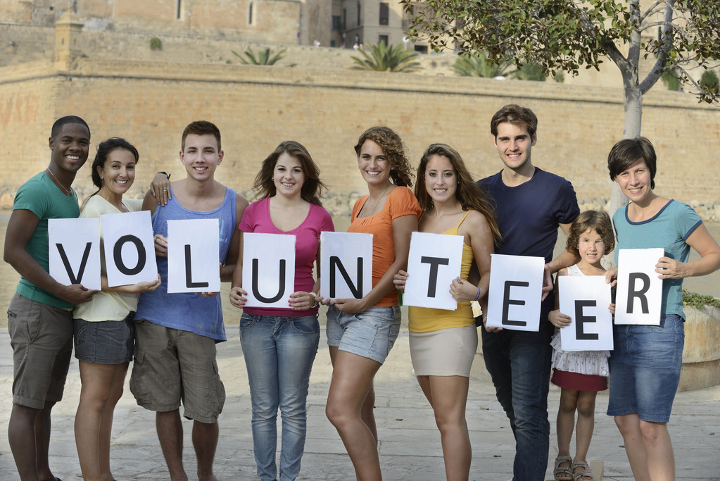 depositphotos 15549357 Happy and diverse volunteer group